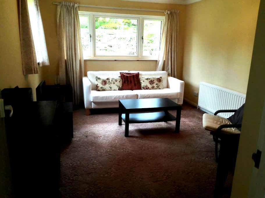Spacious 1-bedroom annex - Caterham