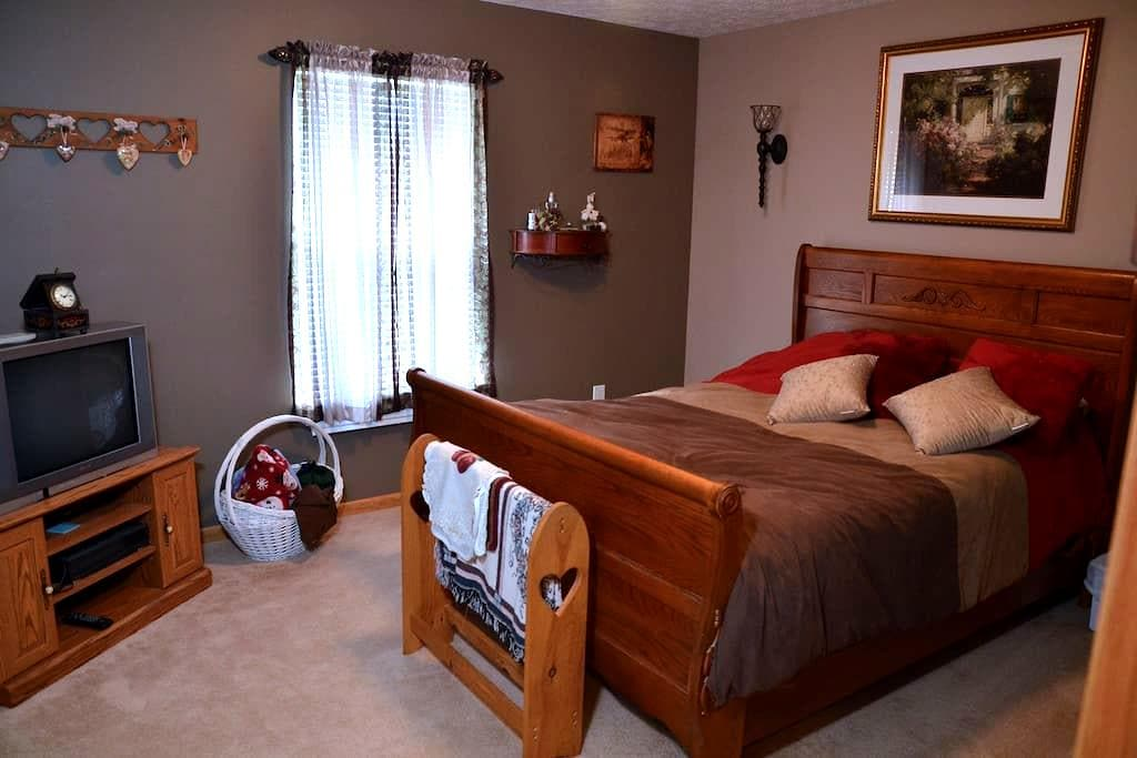 Clean and  Peaceful Location - Akron