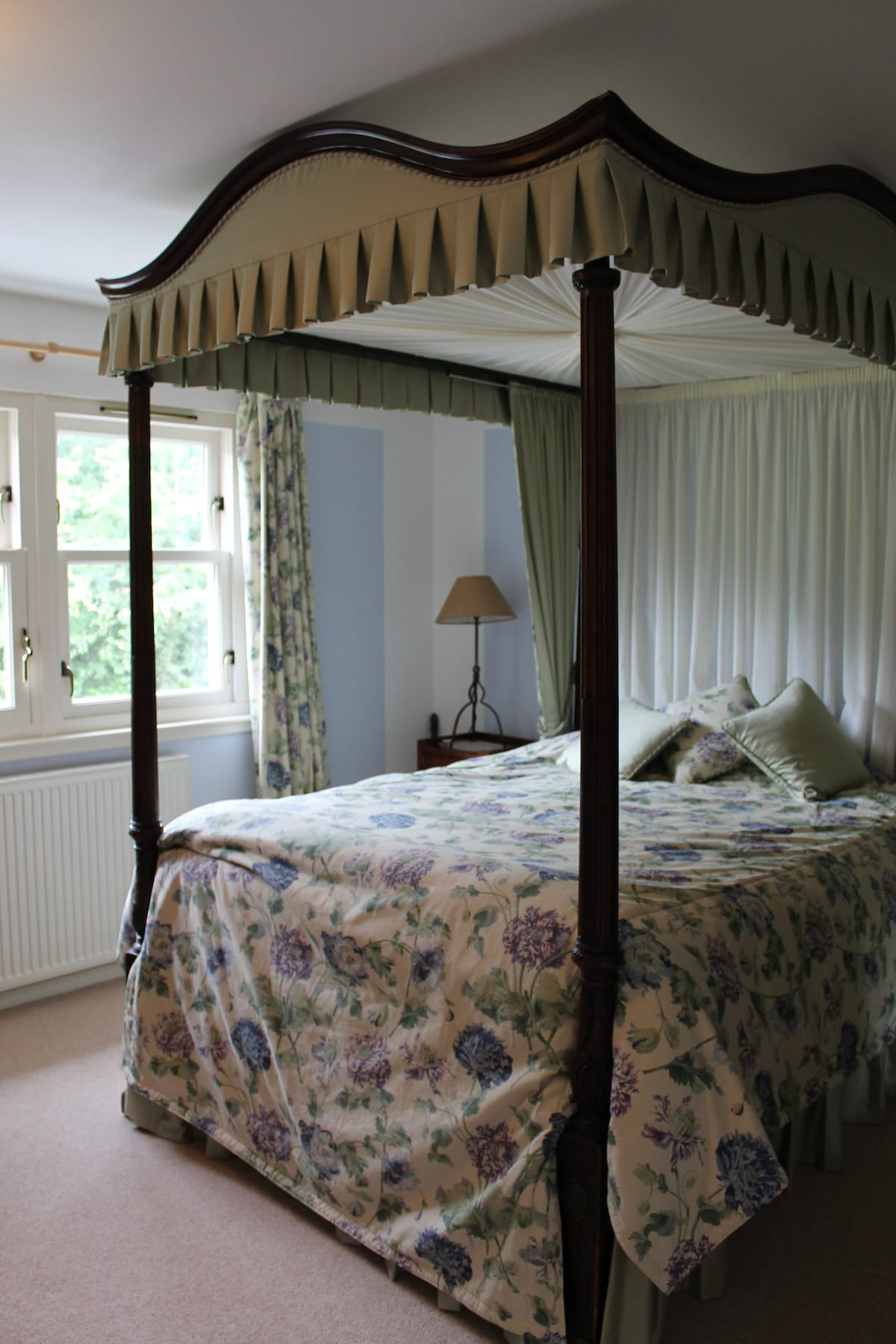 Mod. Comforts/Georgian Four Poster