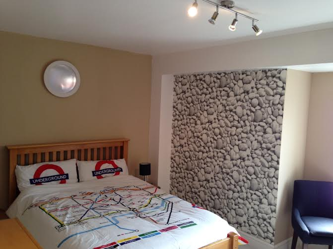Bright modern double room + shower