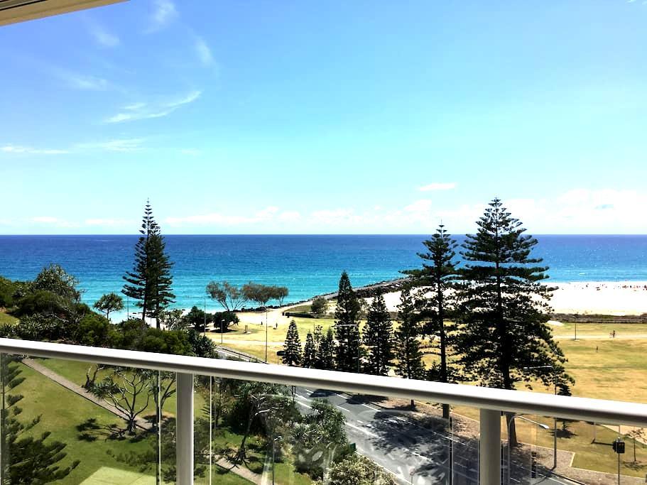 Beachside apartment - wide ocean and beach views - Coolangatta - Apartment