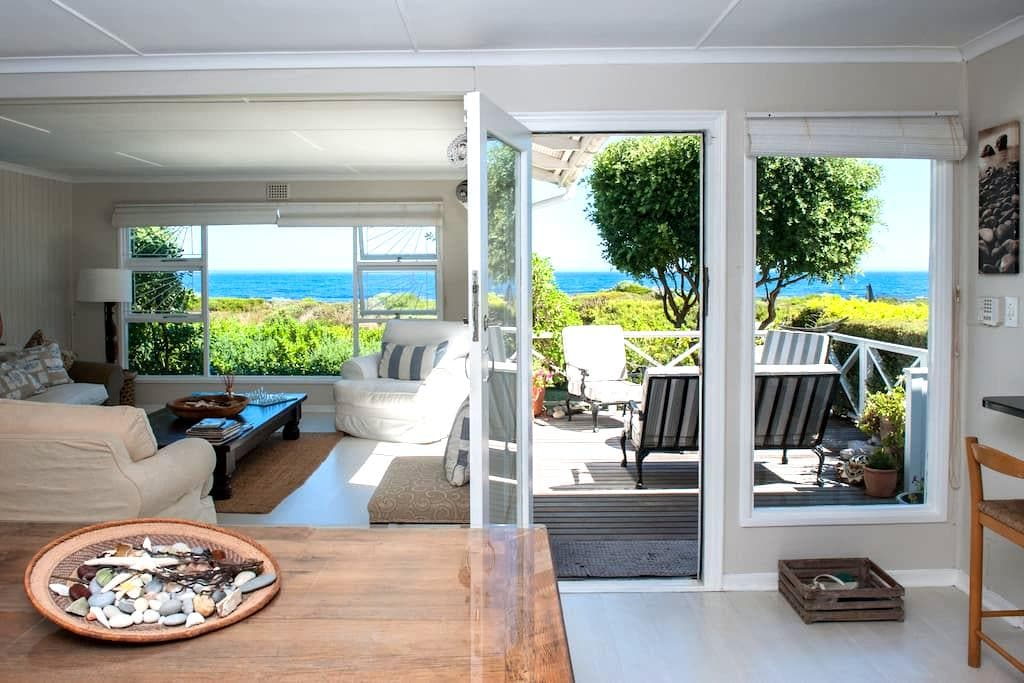 Beach House In a Pristine Bay - Sandbaai - House