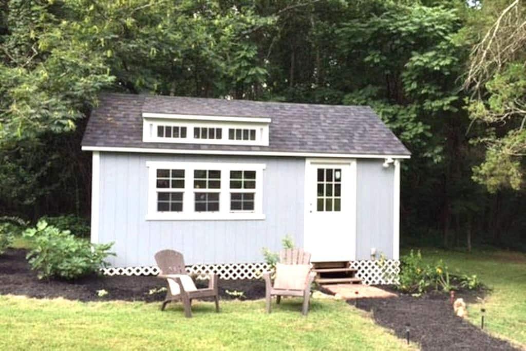 Poly Tavern Farm Tiny Guest House - Pleasant Garden