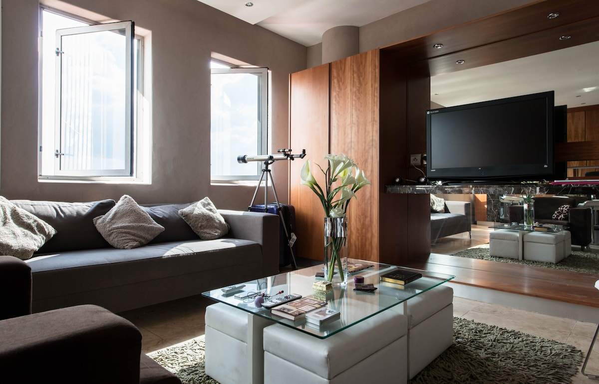 Modern NY style bachelor apartment!
