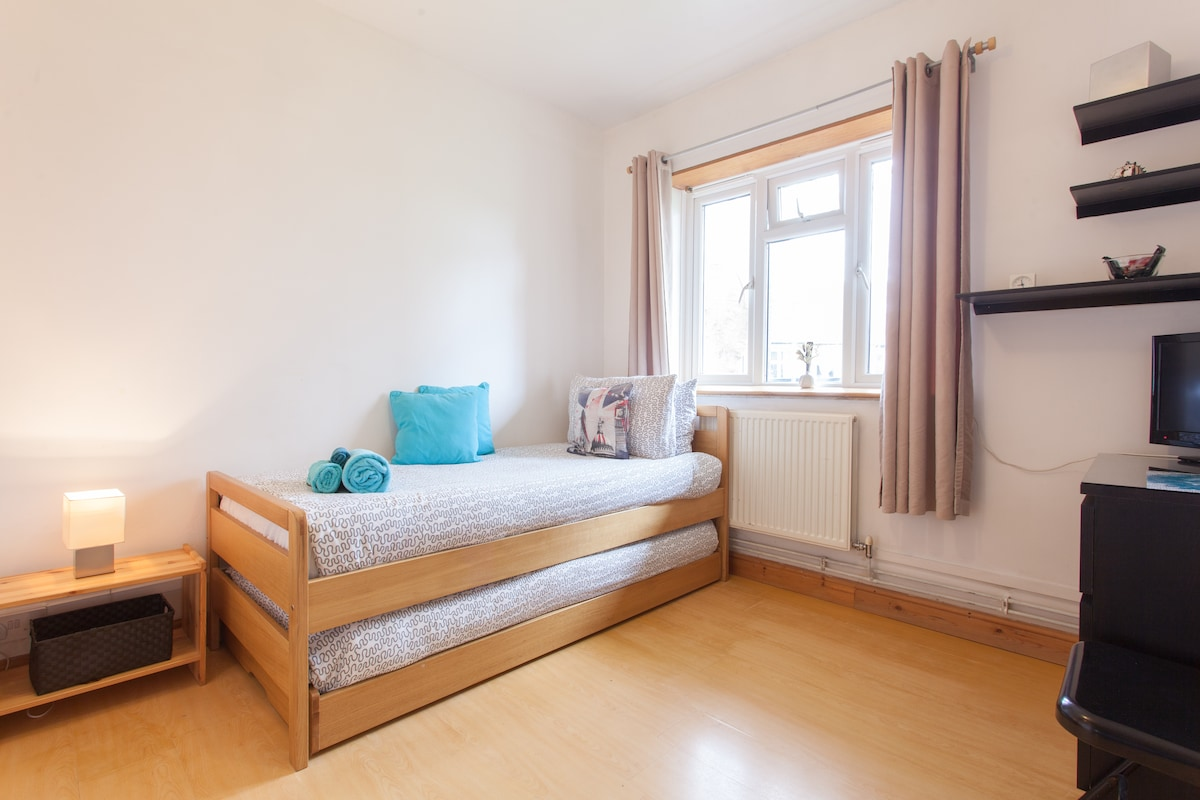 Cozy Twin Rm in Parsons Green (S3)