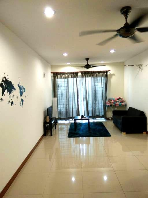Cosy room, next to subway - Kuala Lumpur - Appartement