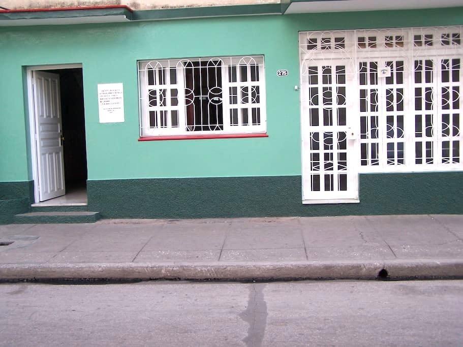 """Casa """"Bretones"""", José Luis y Amarilis - Bayamo"""