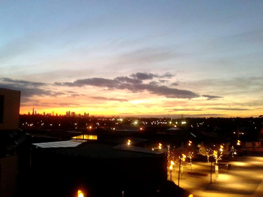 Summer Sunset from the Balcony. - Glen Iris - Apartamento