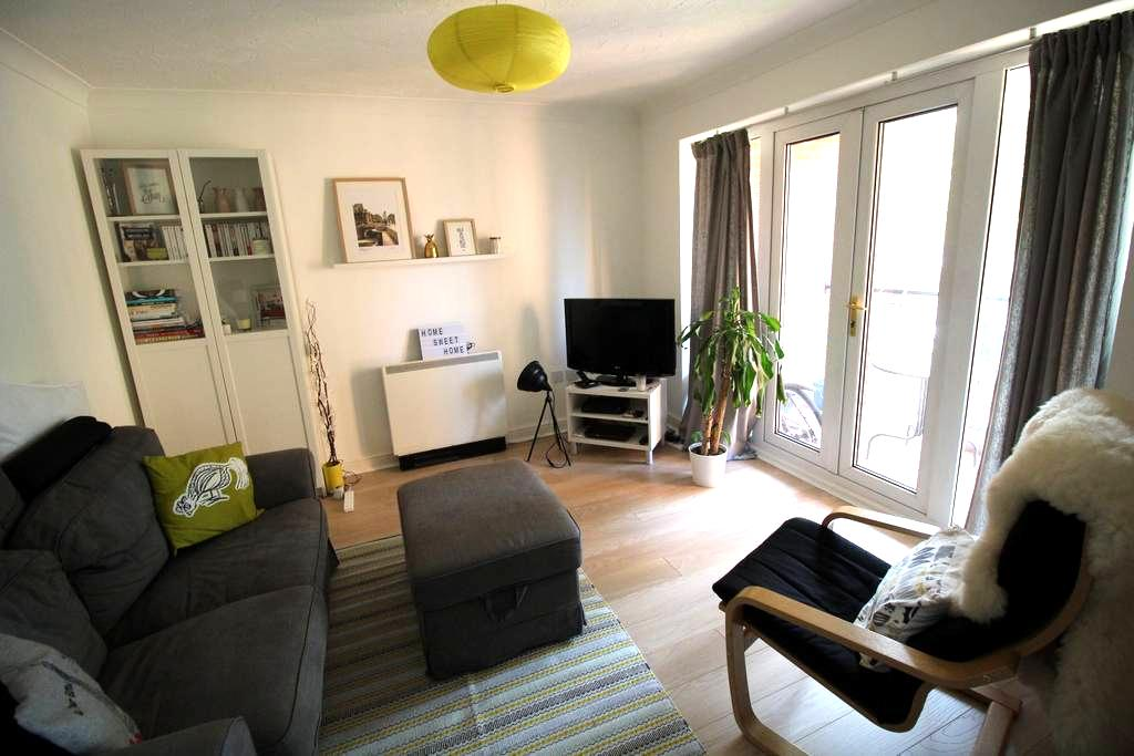 Large double room & bathroom in modern flat - York - Appartement