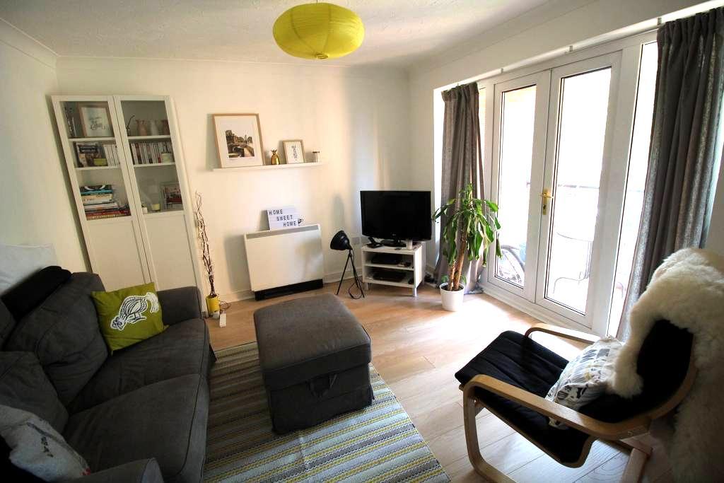 Large double room & bathroom in modern flat - York - Apartamento