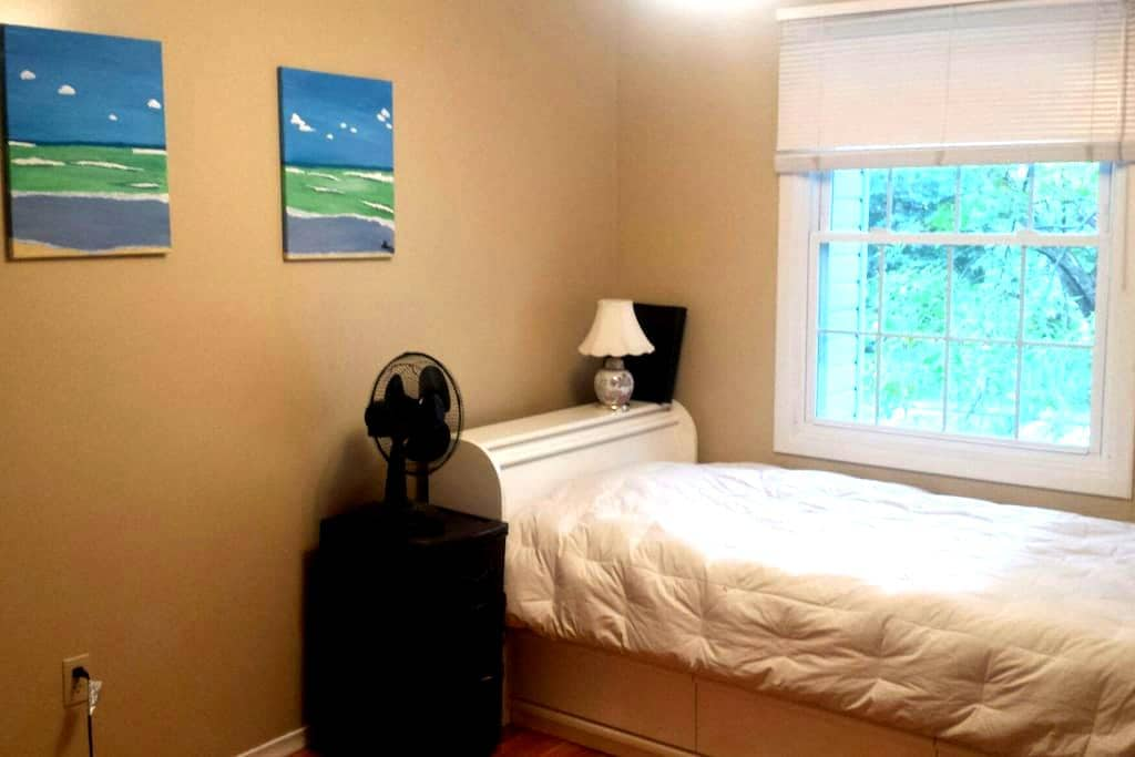 Super Cute & Close to University - Guelph - House