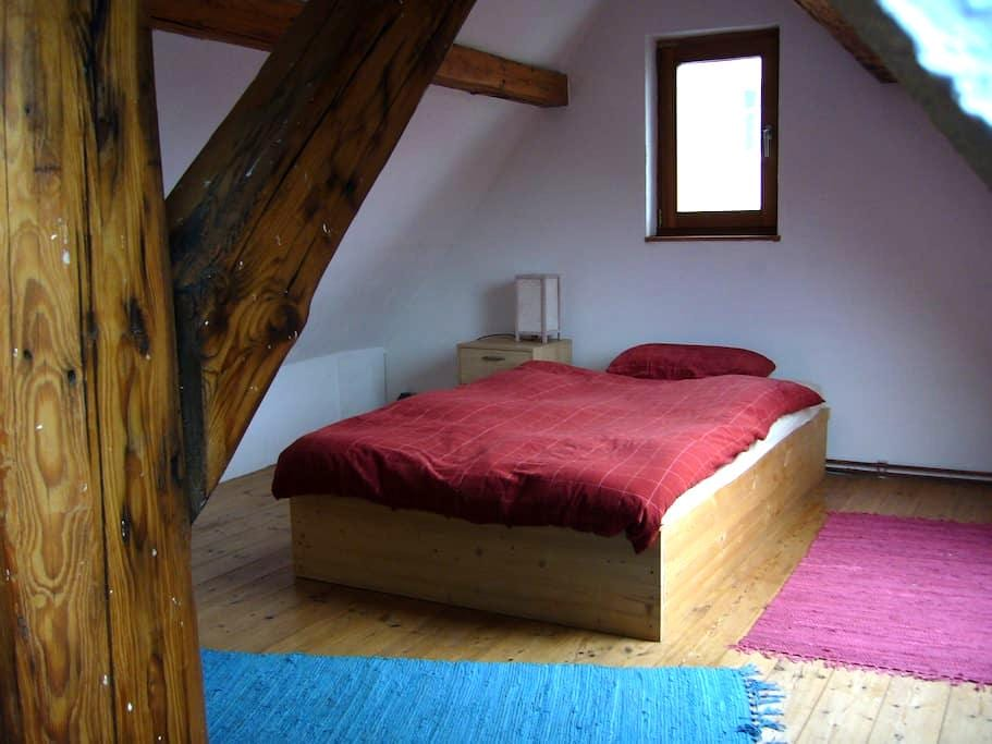 Dachzimmer nähe Frankfurt a.M. - Nidderau - Huis