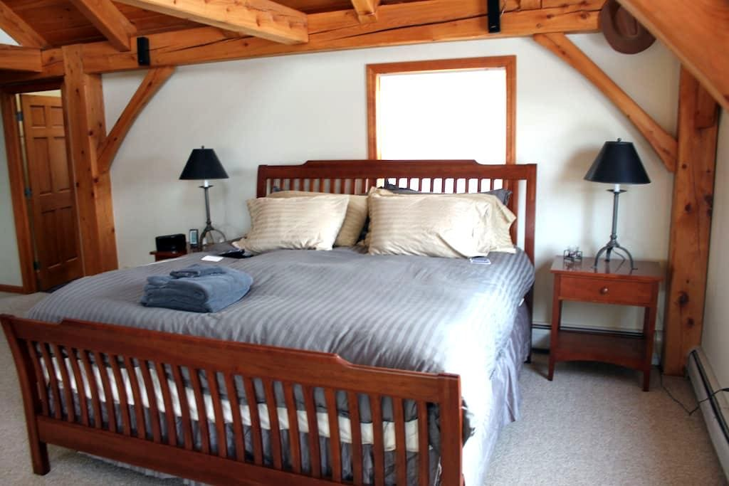 South Hill Lodge- Master Suite - Moretown - Dom