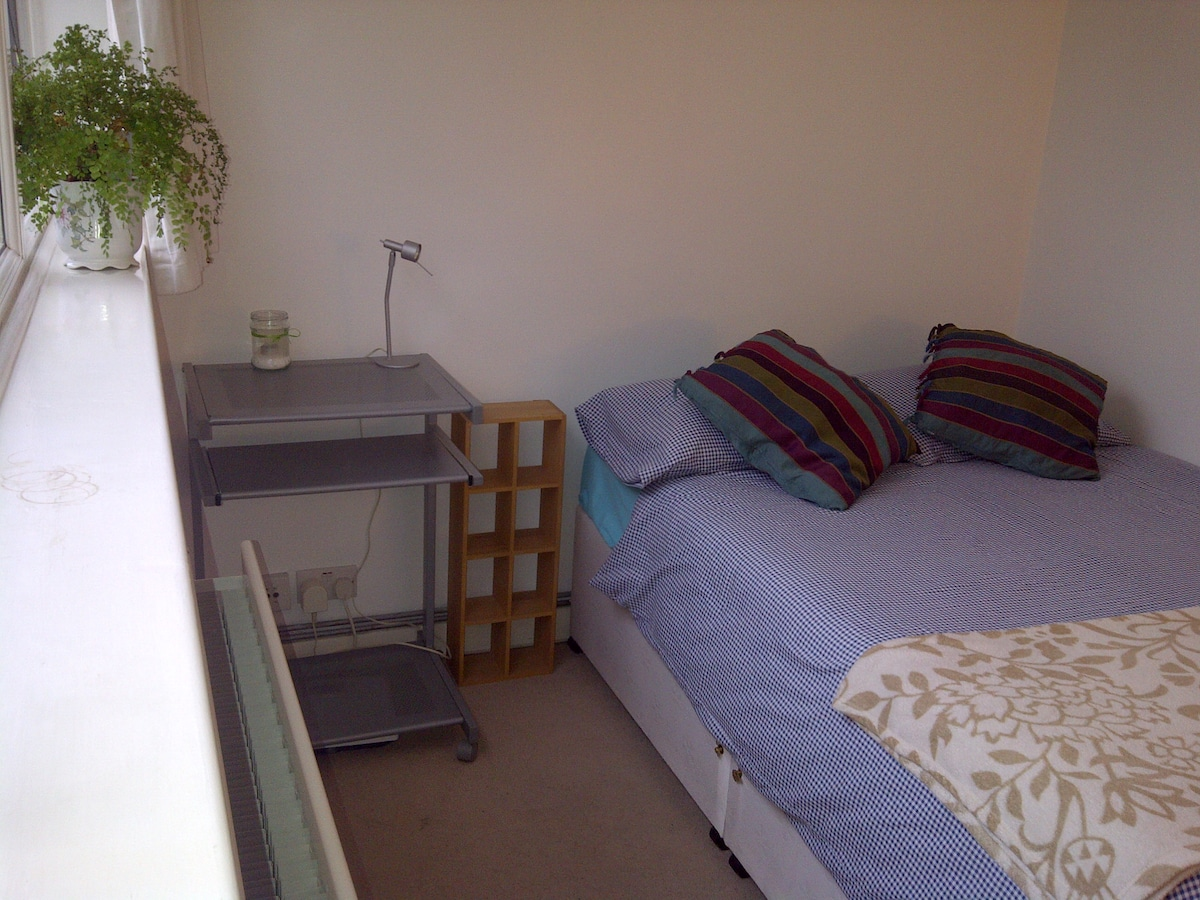 Friendly Double Bedroom nr train st