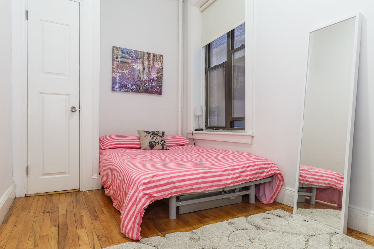 Clean & Cozy room in Great Location