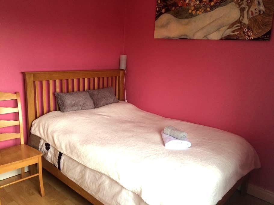 Cosy double bedroom in Airport Area - Swords - Hus