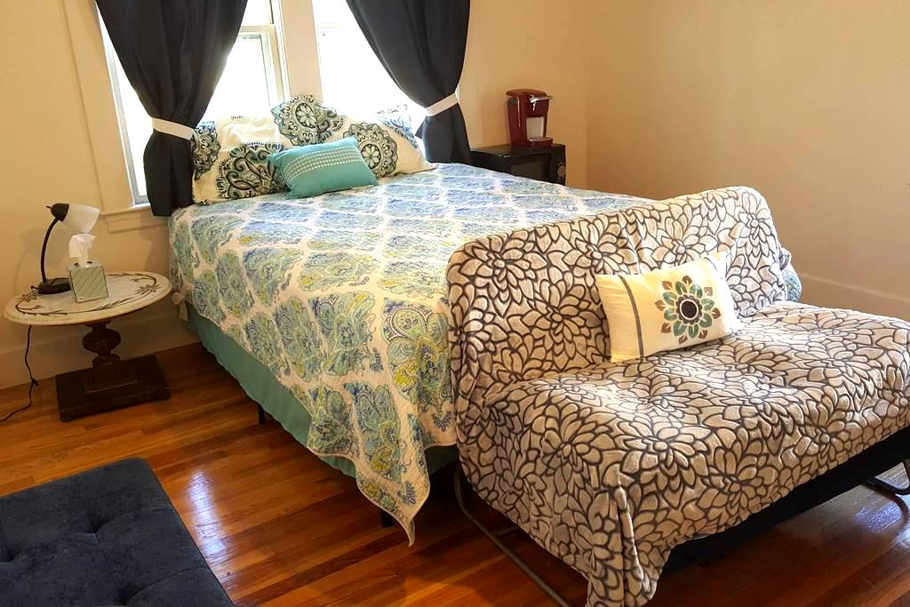 Cozy Private Bedroom - Keene - Casa