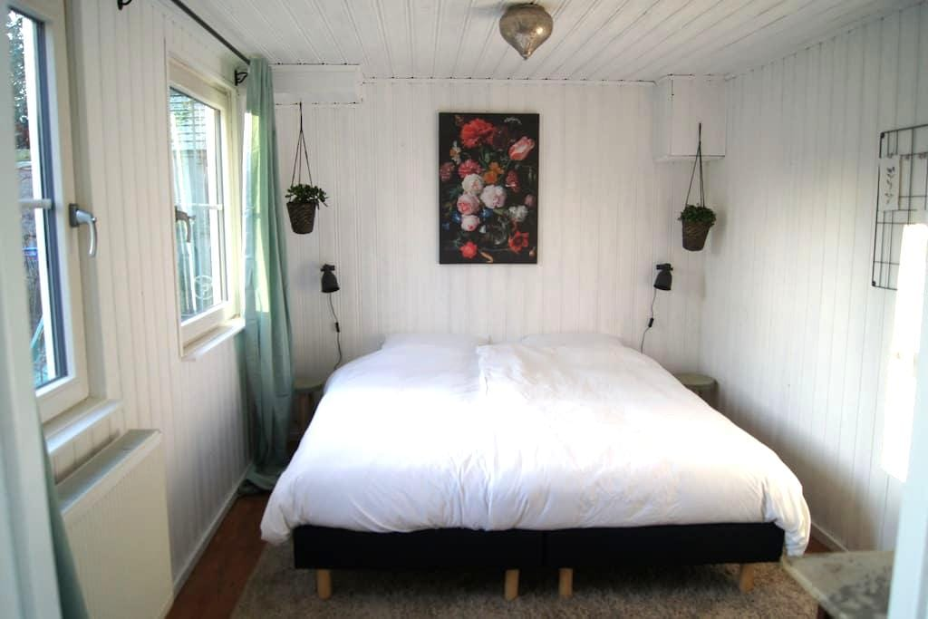 B&B Maison Mouton, near citycentre, airport, park. - Eindhoven - Bed & Breakfast