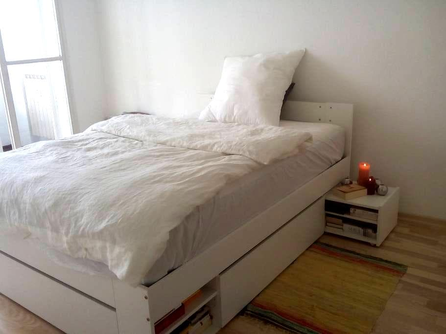 cozy room with comfortable bed in central location - Berlin - Apartment