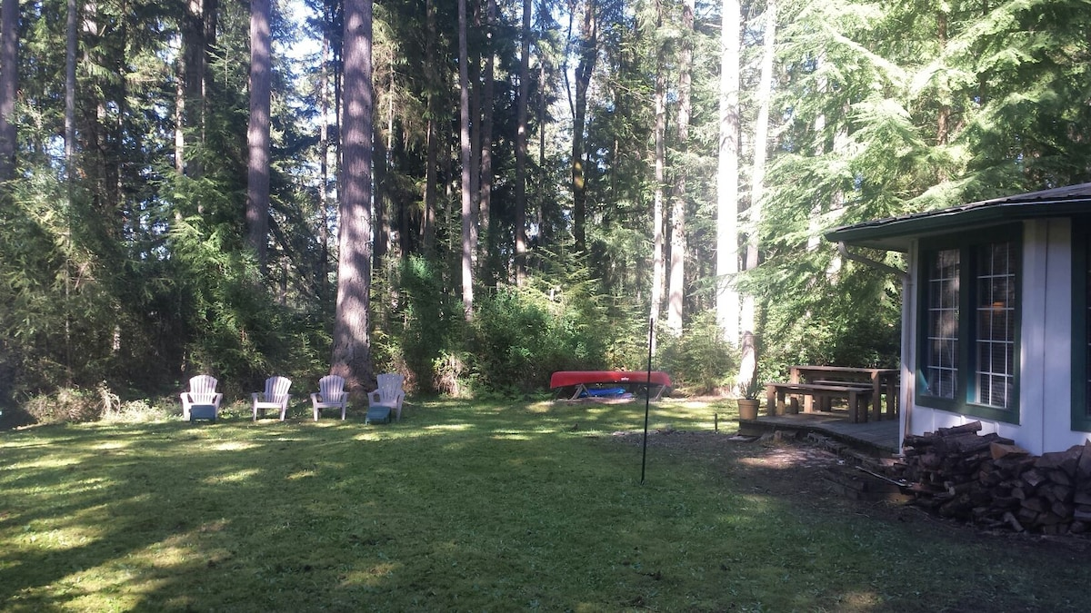 Cozy 2br on 1+acre right by lake!