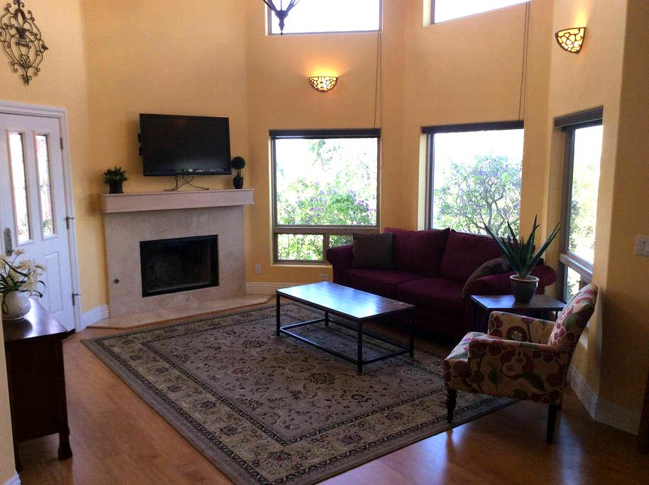 Elegant Vineyard Guesthouse - Fallbrook