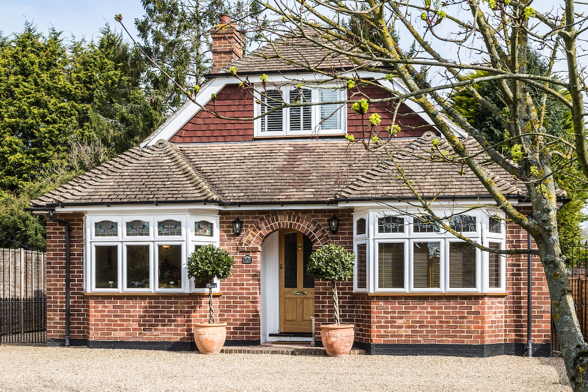 superb deluxe dbl in lovely area!