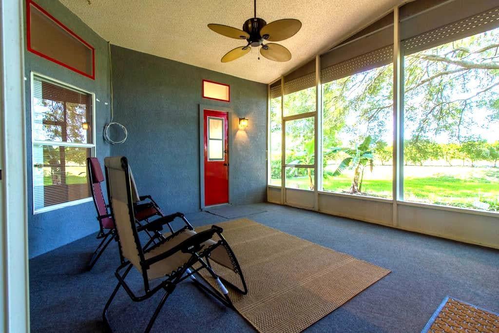 Enjoy your own Florida paradise! :) - Zephyrhills - House
