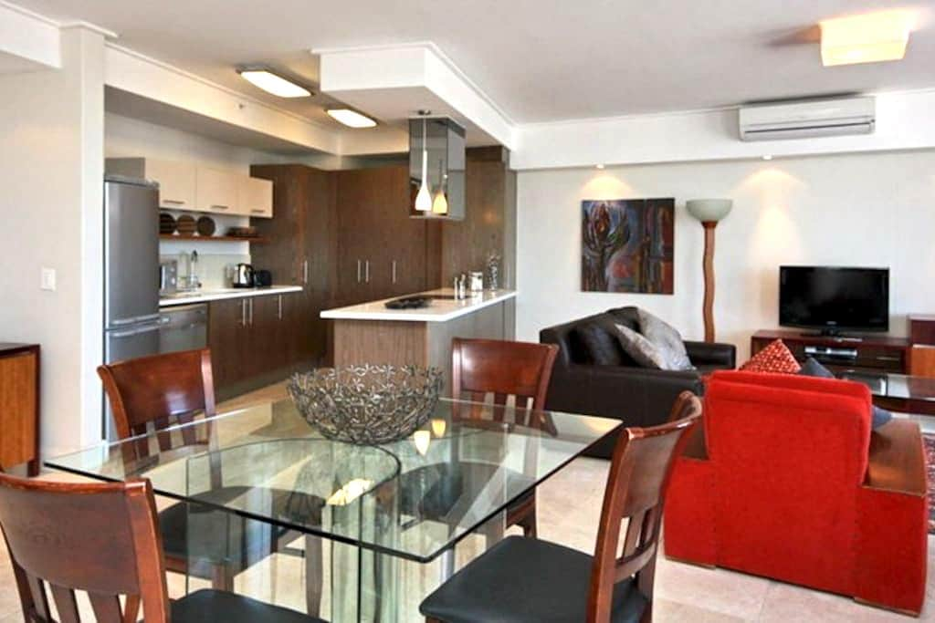 SPACIOUS LIGHT MODERN APPARTMENT CENTRALLY LOCATED - Cape Town - Apartment