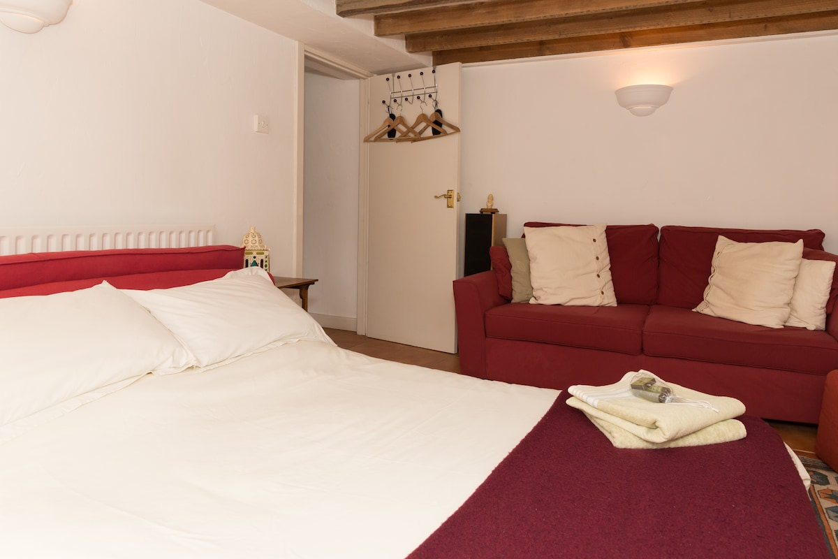 Mediterranean style flat sleeps 2+2