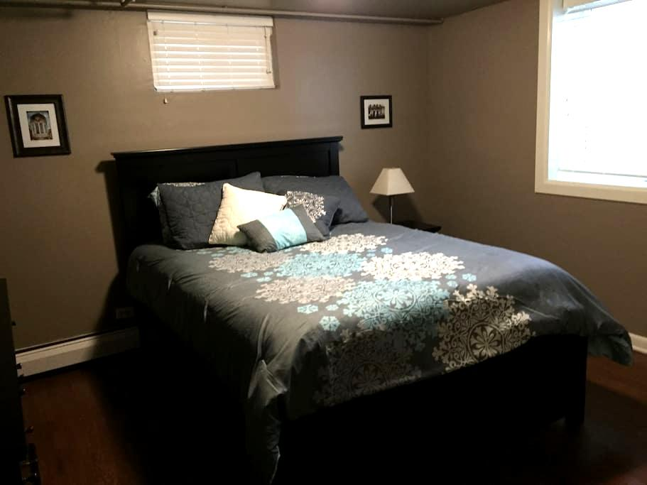 Cozy, clean, close to everything! - Broomfield - Casa