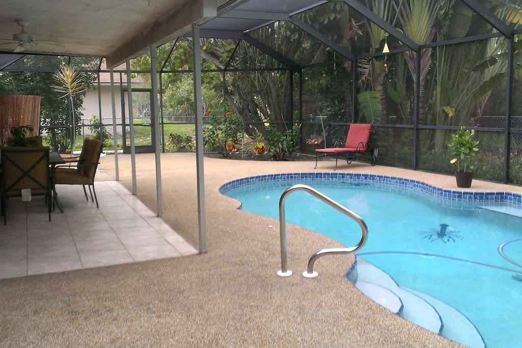 Tropical Pool Home - Fort Myers - Rumah