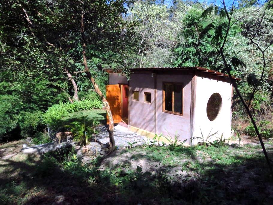 Una isla en el bosque - Panajachel - Huis