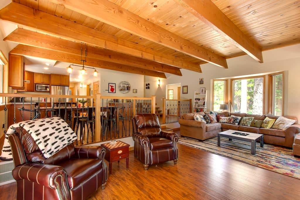 Caravansary - Spa, Sauna, Amazing Backyard! - Eteläinen Lake Tahoe - Talo