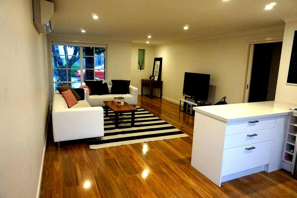 Cute renovated 2 bedroom in Box Hill Nth - Box Hill North