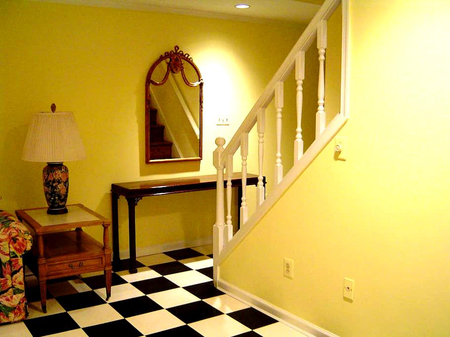 BEDROOM APARTMENT, Close to Washington, DC - Burke - House