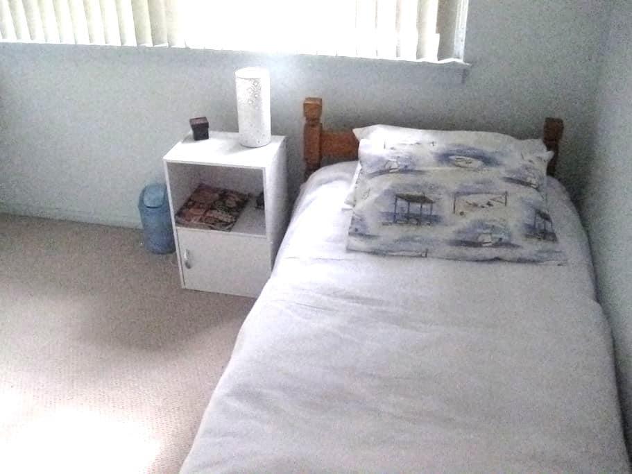 Bedroom  - single bed - Yowie Bay - Ev