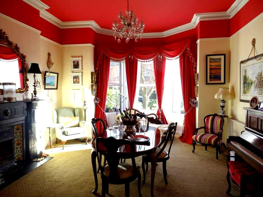 Large Victorian House Beside Sea - Dublin - Rumah