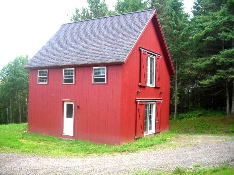 Perry Hill Little Red House - Waterbury - Casa