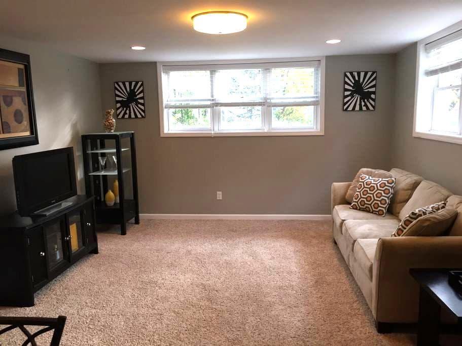 Centrally-located, comfy apartment - Brentwood - Apartamento