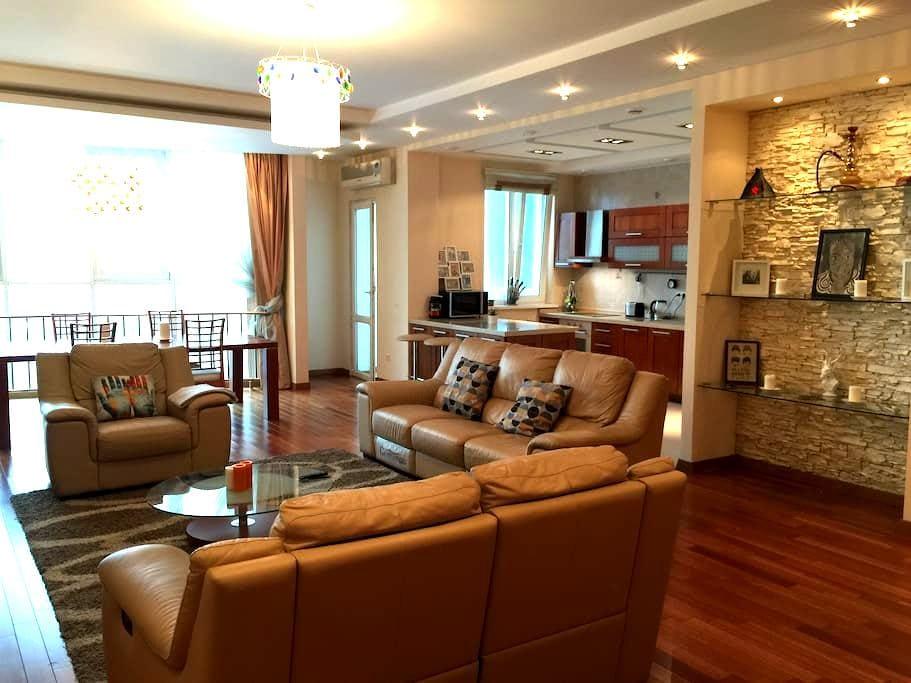 Luxury Mountain Views Apartment (Private Room) - Almaty - Apartament