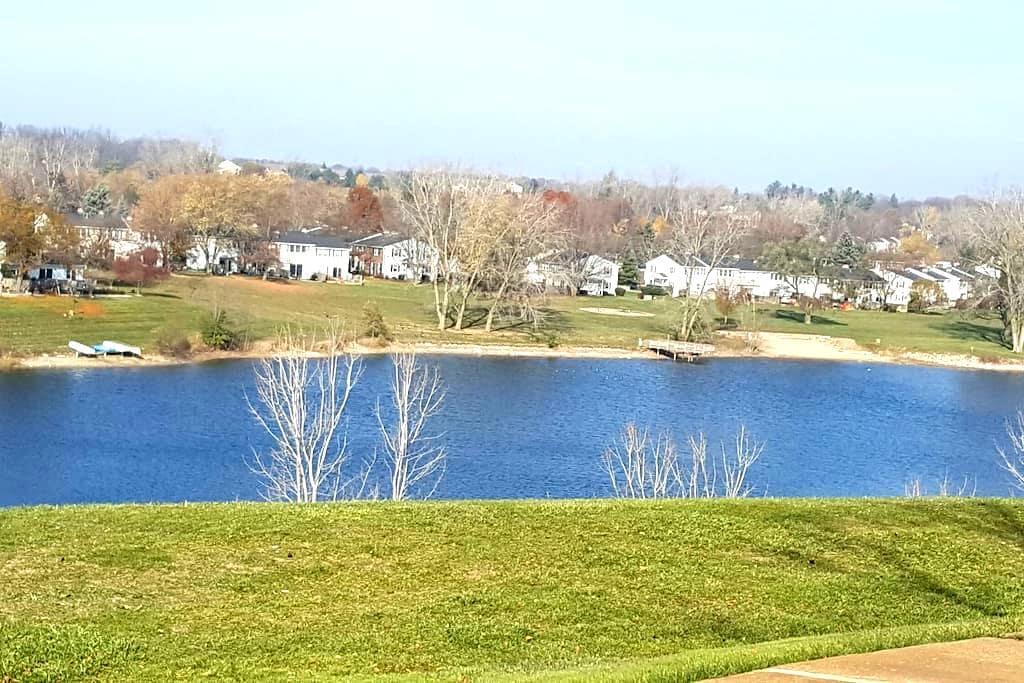 Hill Top Lake View Apartment - Northville - Apartamento