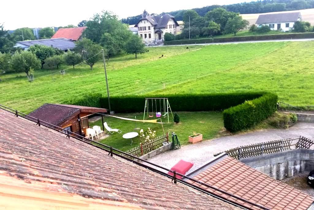 Grande chambre sous toit avec SdB/wc privée - Chavannes-le-Veyron - Huoneisto