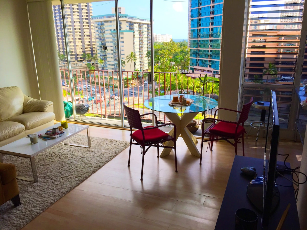 "Central Waikiki ""Penthouse"" Suite"