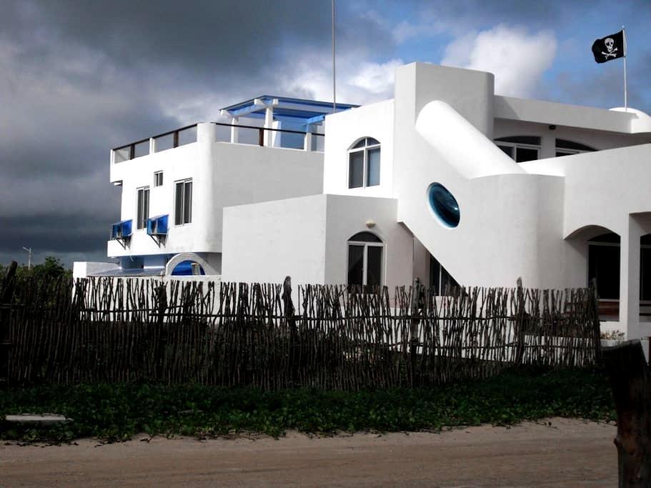 Drake Inn two bedroom family suite - Puerto Villamil