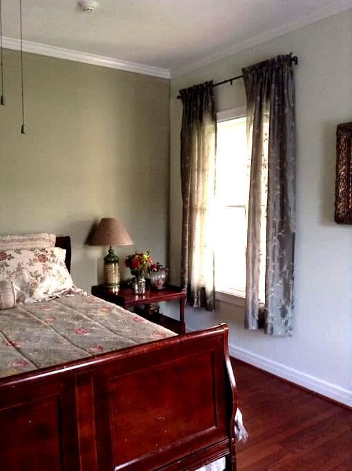 Historic home fully private retreat - Beaumont - Huis