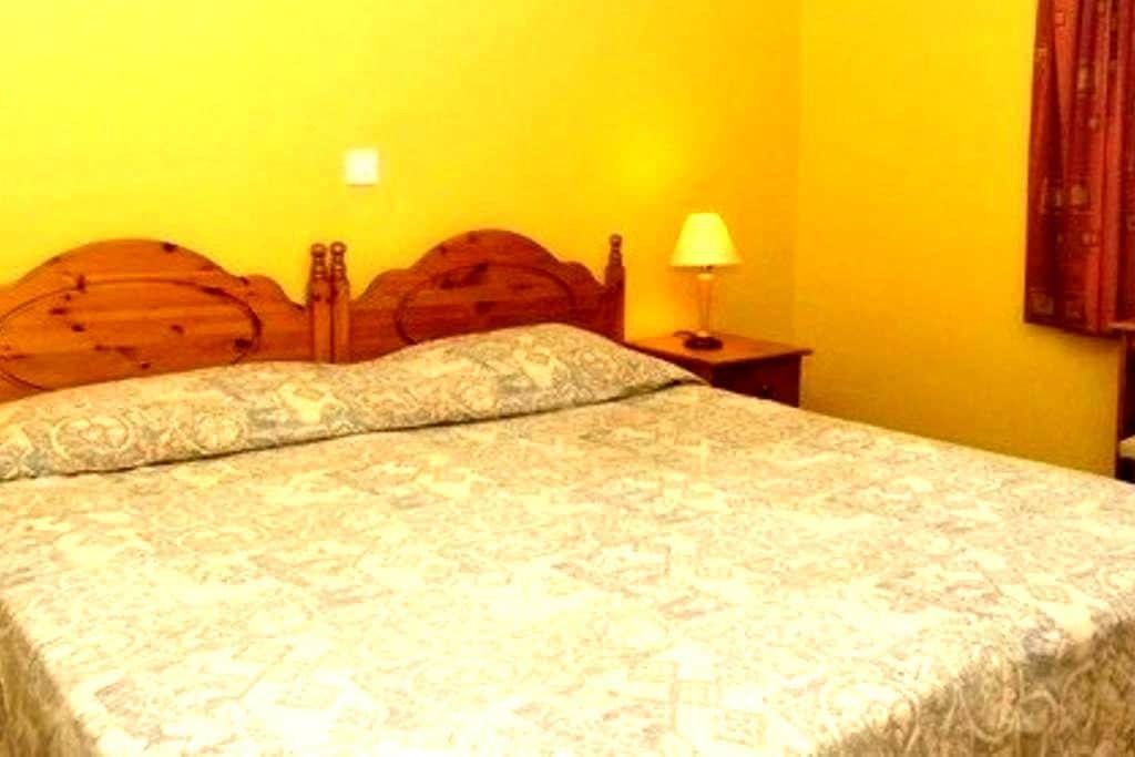 Áras GCC - Double Room Ensuite - Glencolumbkille - Bed & Breakfast