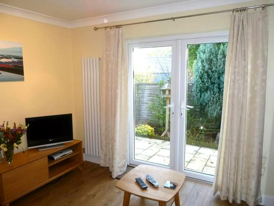 Summerhayes Holiday Apartment - Littleton Panell - Apartment