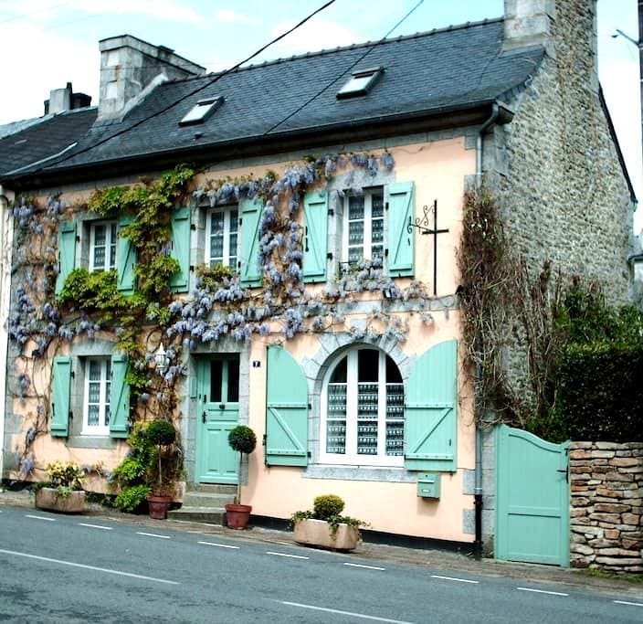 Les Glycines B&B - The Twin Room - Huelgoat - Aamiaismajoitus