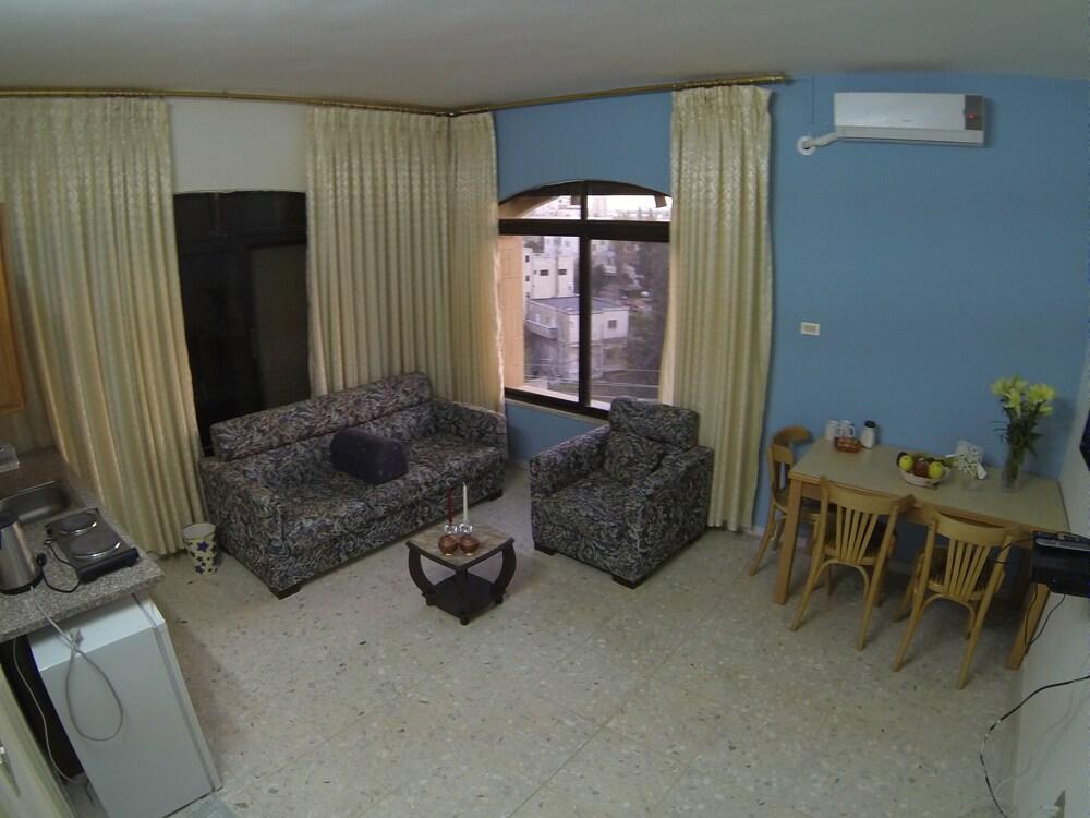 Large-Window Arabian Suites