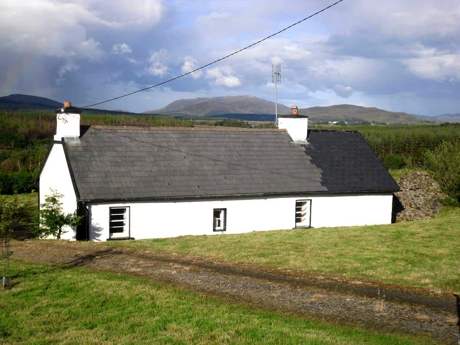 Traditional rural Donegal cottage - County Donegal - บ้าน